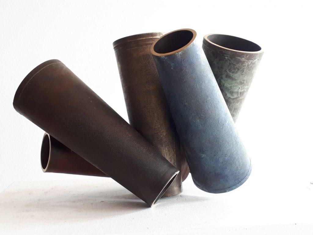 "Susanne Krämer, ""Spulenspiel"", Bronzeguss (farbig patiniert, variabel stellbar), 24 x 20 x 18 cm, 3700 EUR"