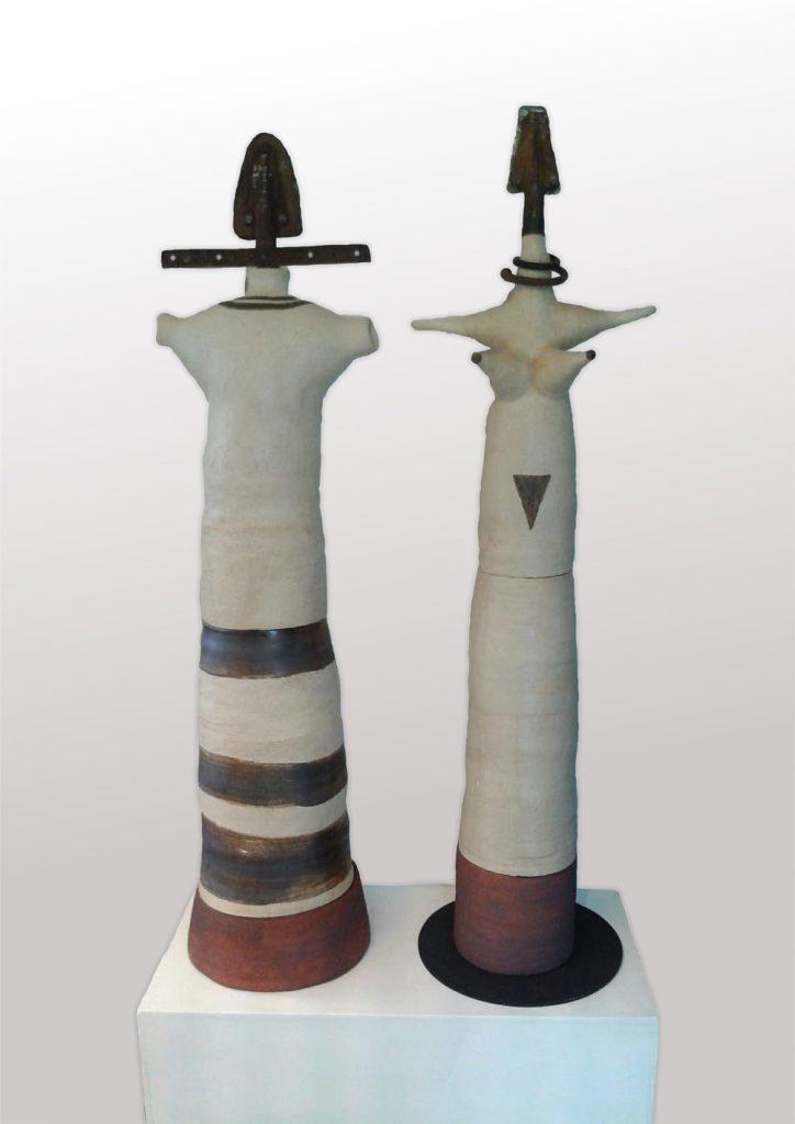 """Bärbl Auer, """"Archaisches Paar"""", Steinzeug, 135 x 35 x 35 und 138 x 39 x 30 cm, je 1500 Euro"""