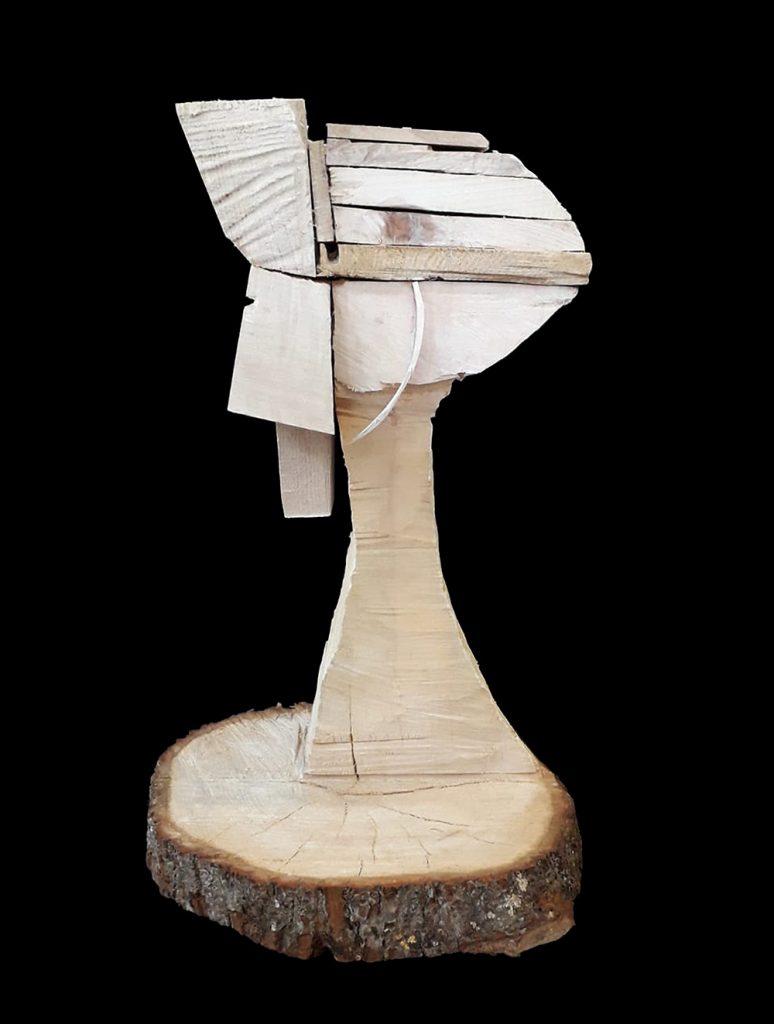 "Daphne Kerber, ""Kopf Speziell"", Verschiedene Hölzer gedübelt, 61 x 34 x 28 cm, 1000 €"