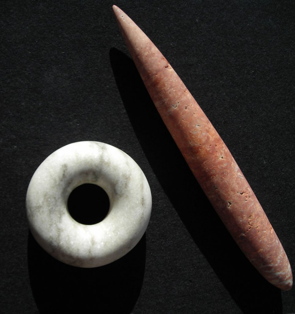 "Wolfgang Keßler, ""Ring u. Stab"", Ring: Cristallina-Marmor 12,5 x 5 cm, Stab: Travertin aus dem Iran 37,5 x 4,5 x 3 cm, 920 € ohne Sockel"