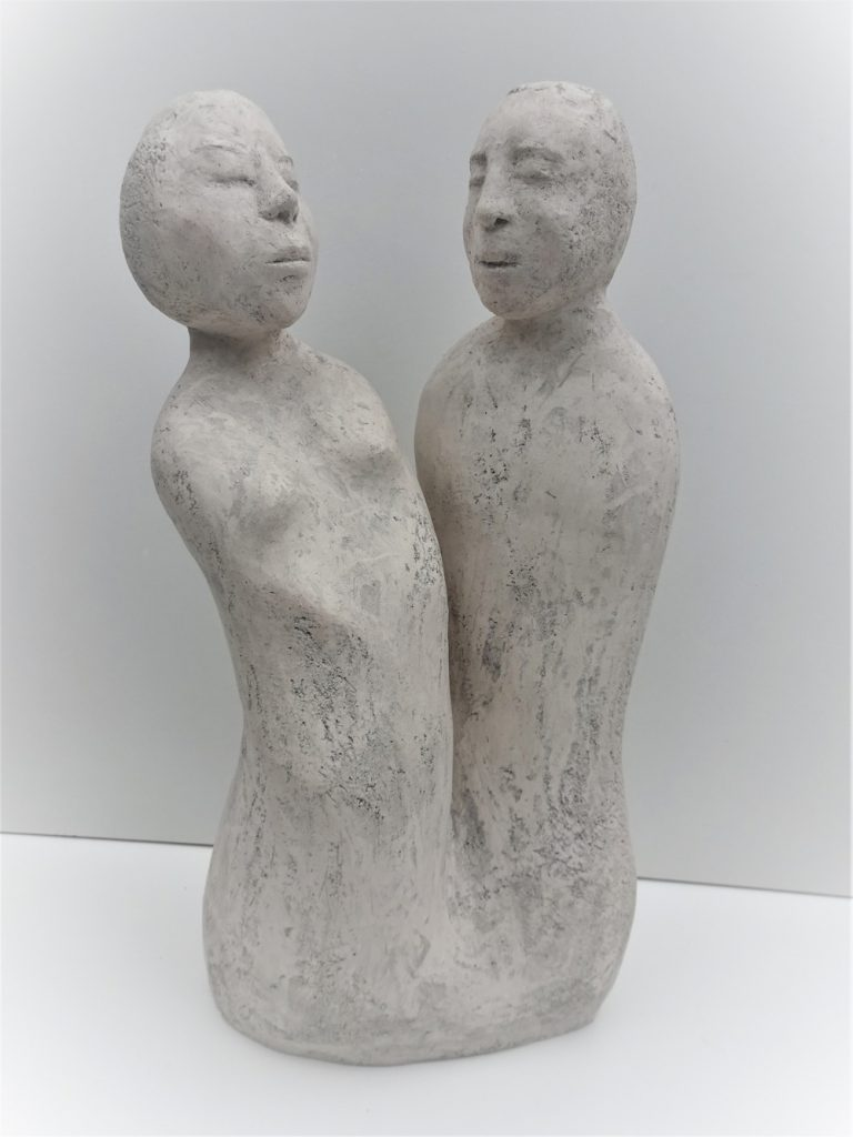 """Eva Radek, """"Auf Abstand"""", Keramik / Aufbautechnik, 46 x 25 x 20 cm, 800 €"""