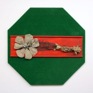 """Thomas Weidner, """"Blütenhaut"""", Ziegenhaut / Draht / Stein / versch. Materialien auf Holz, 150 x 150 cm, 2400 €"""
